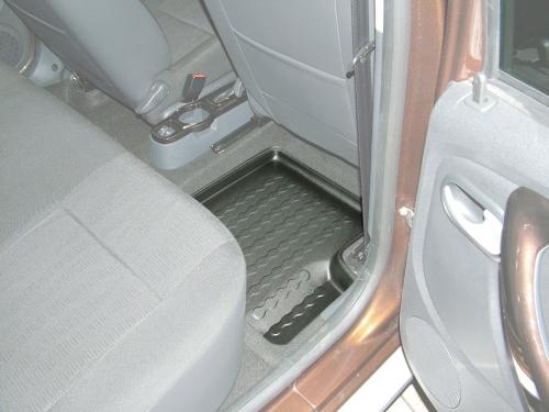 Carbox FLOOR Fußraumschale Dacia Duster 4x4 und 4x2 /Logan MCV Kombi hinten